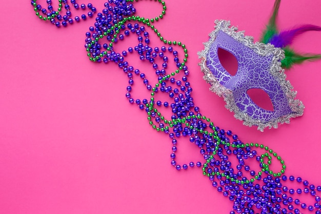 Vista superior máscara de carnaval con espacio de copia