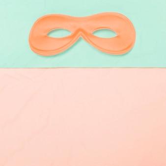 Vista superior de la máscara de ojo en doble fondo