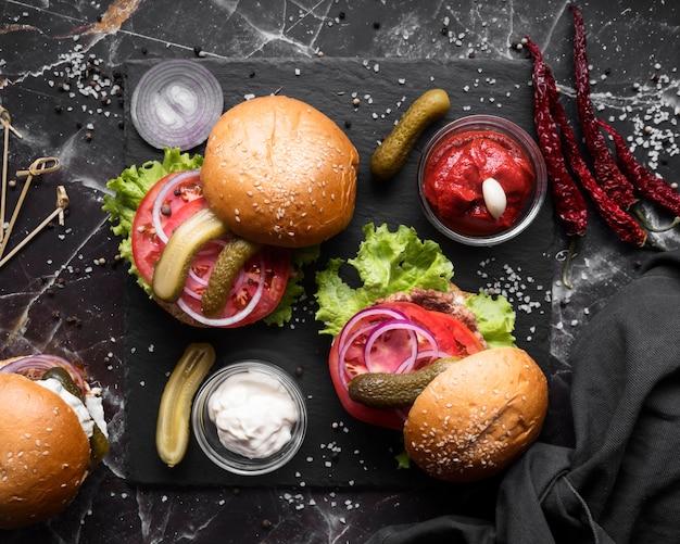 Vista superior del menú de hamburguesas surtido