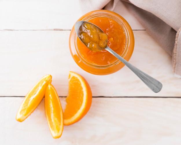 Vista superior de mermelada de naranja