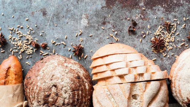Vista superior mezcla de panes con semillas