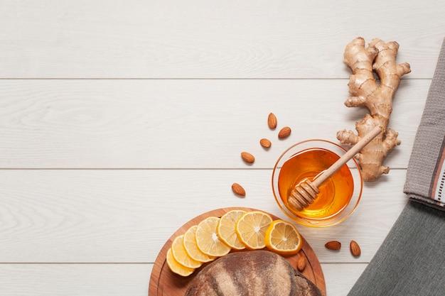 Vista superior de miel casera con espacio de copia