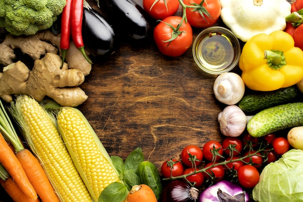Vista superior del montón de composición de verduras frescas