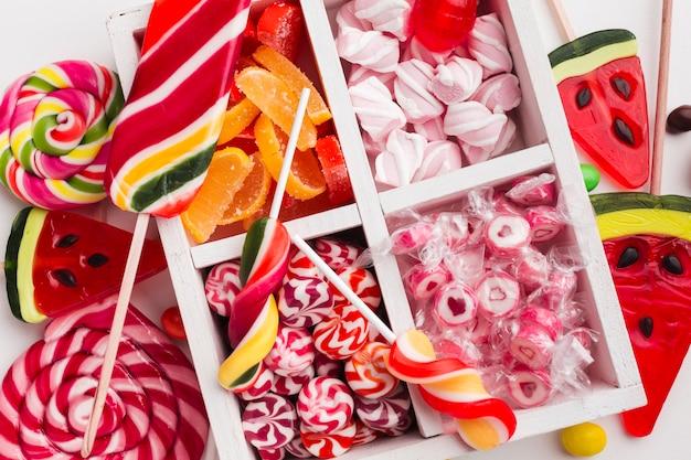 Vista superior montón de deliciosos dulces