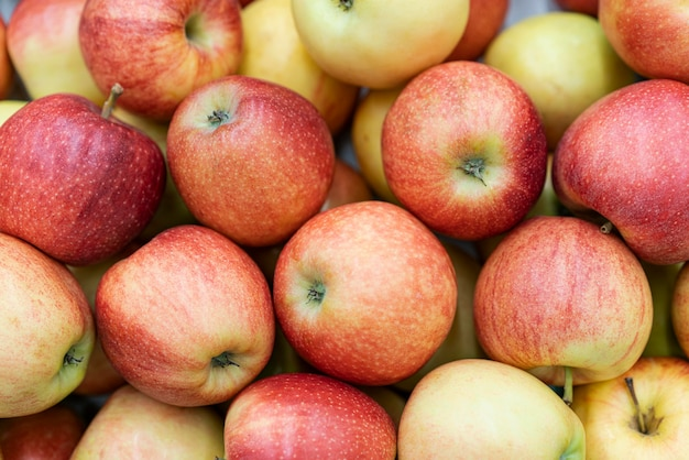 Vista superior del montón de manzanas