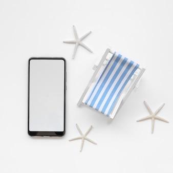 Vista superior móvil y juguete tumbona