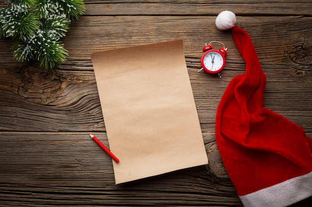 Vista superior nota de navidad con maqueta