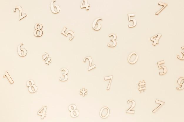 Vista superior de números matemáticos de plata