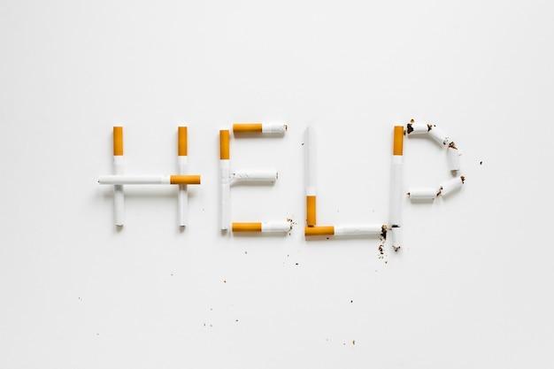 Vista superior palabras hechas de cigarros