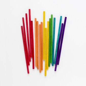 Vista superior de palos de colores