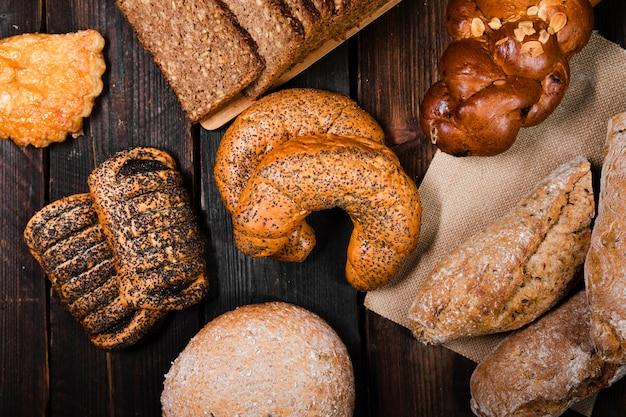 Vista superior pan casero y pasteles