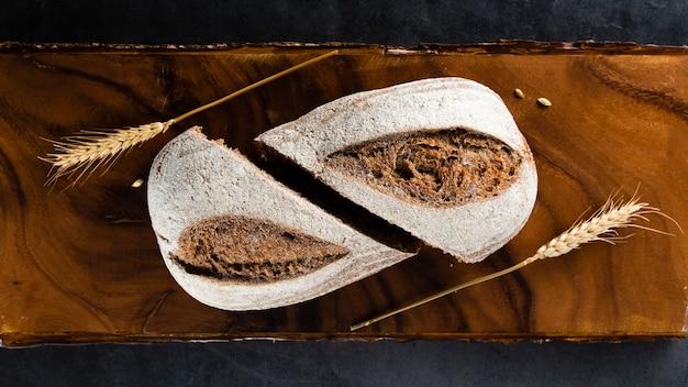 Vista superior de pan y trigo
