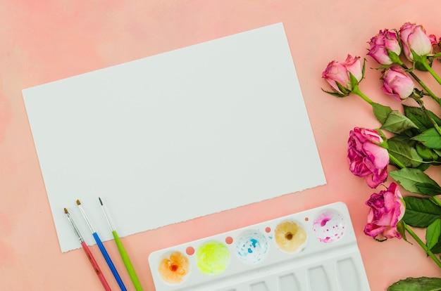 Vista superior papel con flores