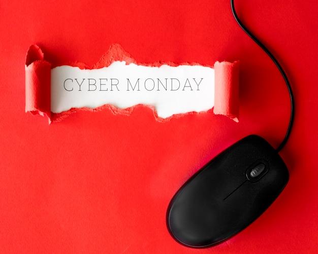 Vista superior de papel rasgado con mouse para cyber monday