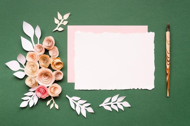 Vista superior de papelería de boda encantadora