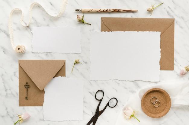 Vista superior paquete de papelería de boda