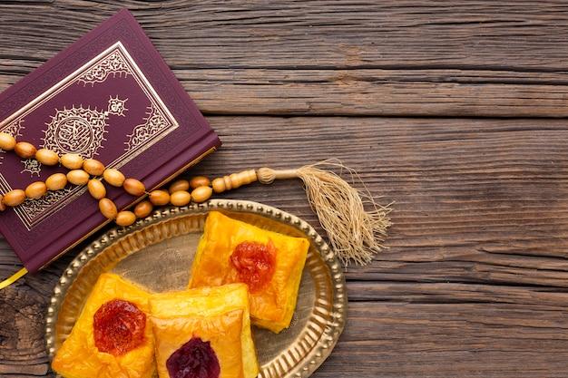 Vista superior pasteles islámicos de año nuevo