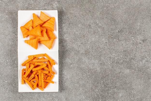 Vista superior de patatas fritas calientes frescas.