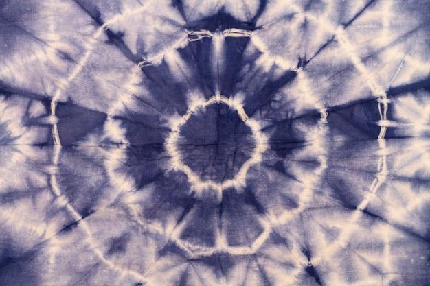 Vista superior del patrón de teñido anudado colorido
