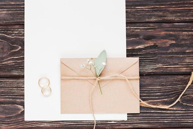 Vista superior pequeño regalo para boda