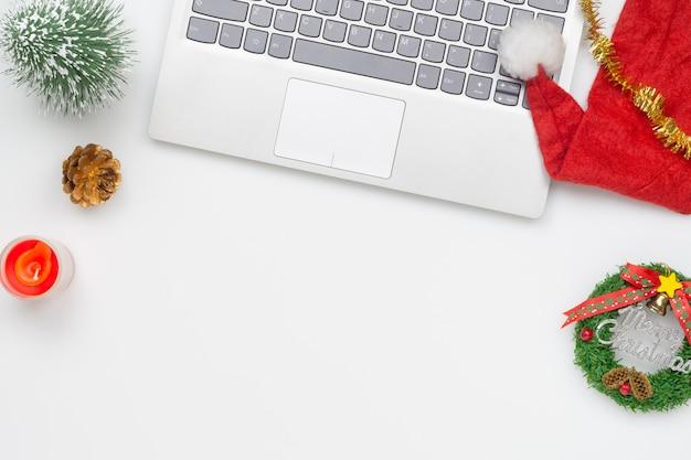 Vista superior plana endecha navidad oficina mesa escritorio fiesta