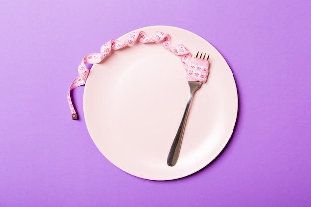 Vista superior del plato con tenedor