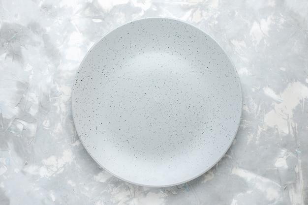 Vista superior del plato vacío redondo formado en luz, plato de cocina