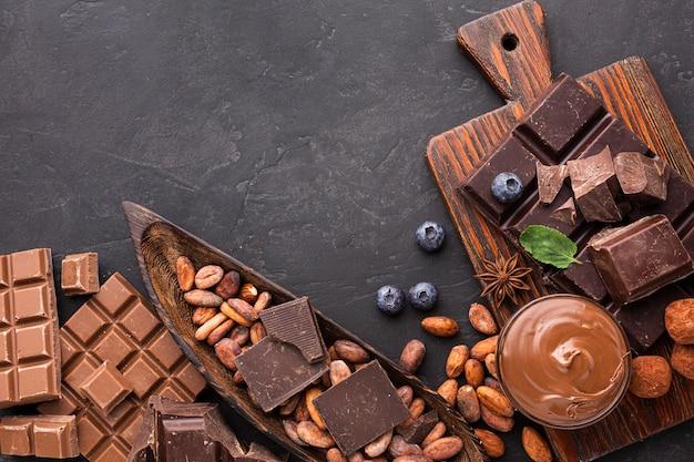 Vista superior de postres de chocolate