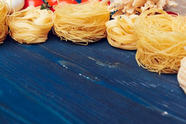 Vista superior del primer detalle de tagliatelle pasta italiana