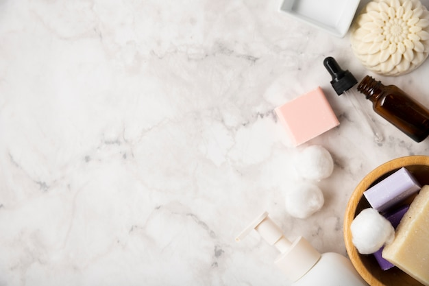 Vista superior de productos cosméticos espacio de copia