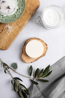 Vista superior de productos cosméticos para tratamientos de spa