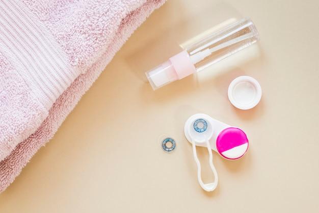 Vista superior de productos para el cuidado óptico