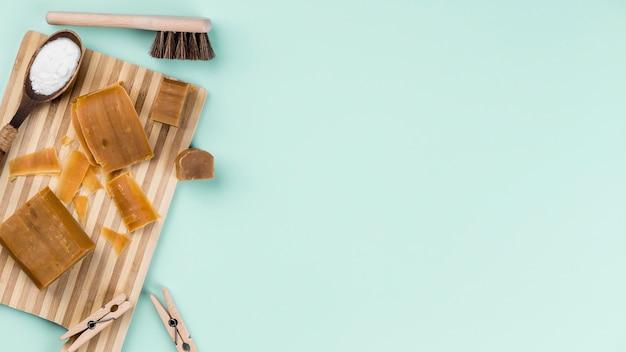 Vista superior de productos de limpieza ecológica espacio de copia