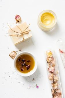 Vista superior de productos perfumados de spa