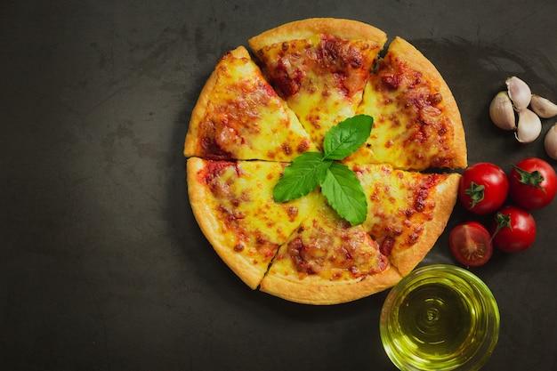 Vista superior de queso de pizza caliente