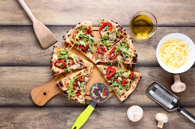 Vista superior rebanadas de pizza con queso