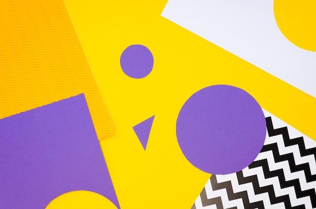 Vista superior de recortes de formas de papel de colores