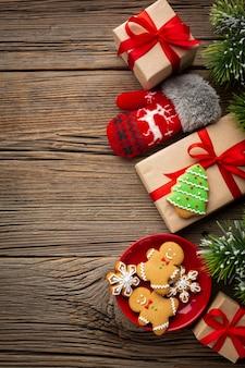Vista superior de regalos festivos de navidad