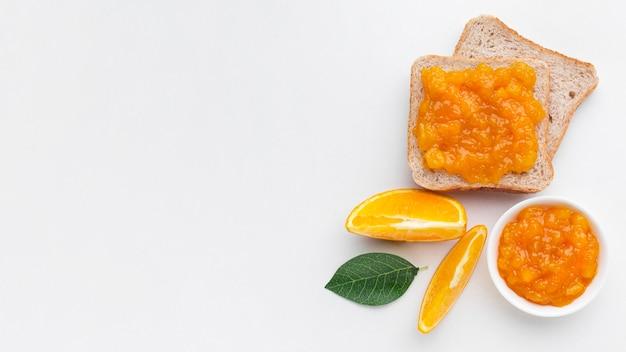 Vista superior sabrosa mermelada en pan