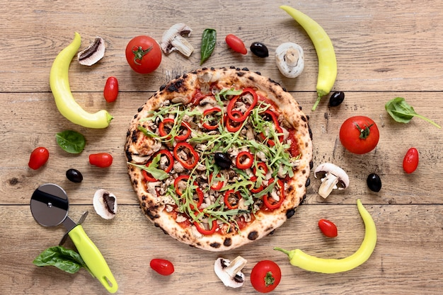 Vista superior sabrosa pizza con pimienta