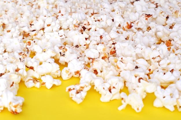 Vista superior de sabrosas palomitas de maíz