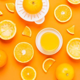 Vista superior saludable jugo de naranja casero.