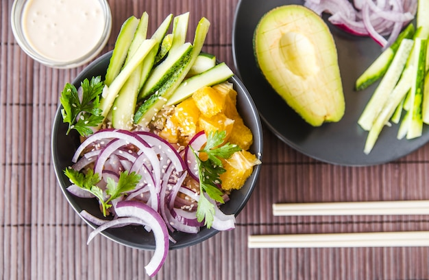 Vista superior saludable plato japonés