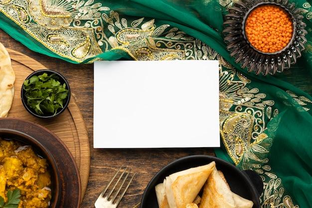 Vista superior de sari indio y comida