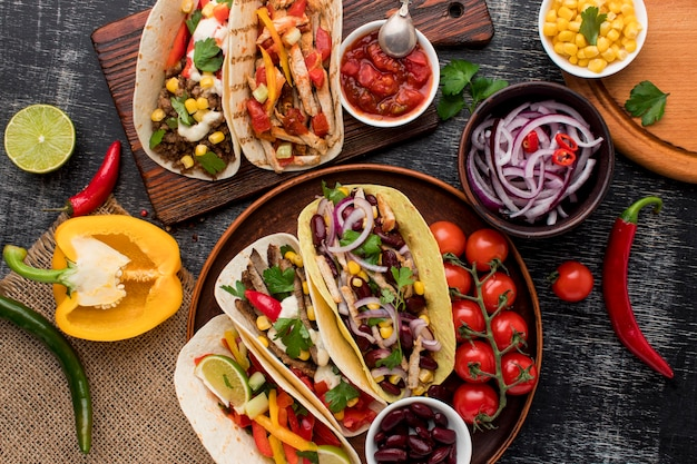 Vista superior selección de deliciosa comida mexicana