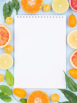 Vista superior selección de frutas orgánicas