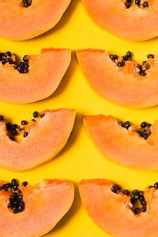 Vista superior selección de sabrosas papayas