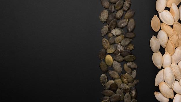 Vista superior de semillas de calabaza con espacio de copia