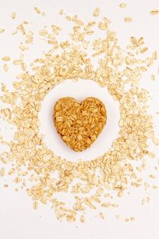 Vista superior de semillas de sésamo con cereales