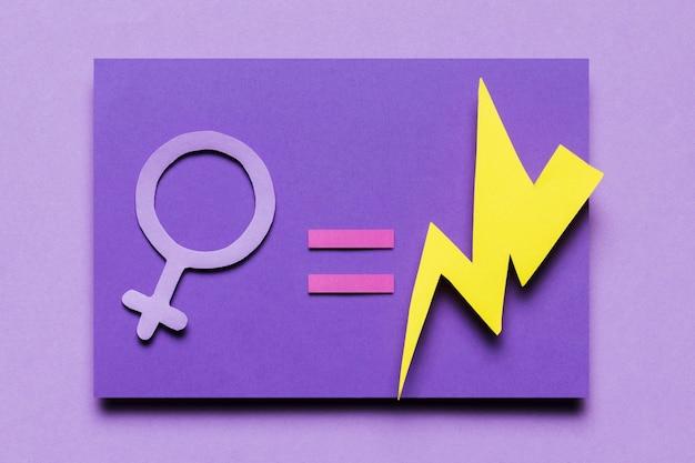Vista superior signo femenino igual poder truenos